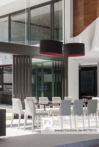 Esszimmer im modernen Haus