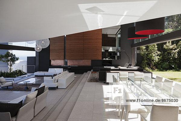 Ess- und Wohnzimmer im modernen Haus