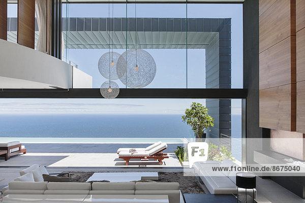 Modernes Haus mit Meerblick