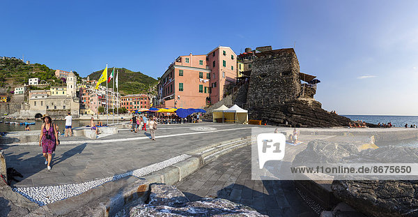 Italy  Liguria  Cinque Terre  People at te harbour of fishing village Vernazza