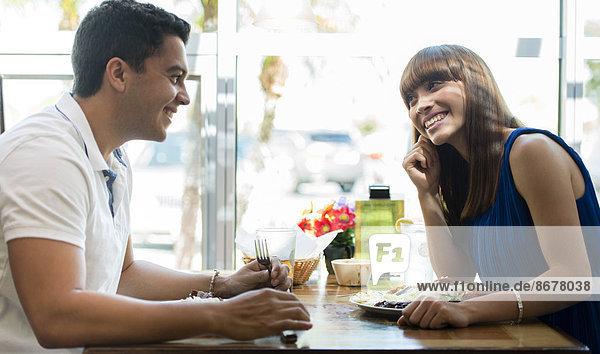 Zusammenhalt  Hispanier  Cafe  essen  essend  isst