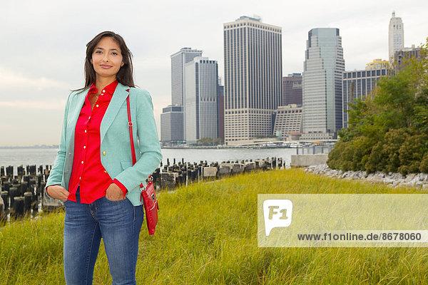 Frau  Vereinigte Staaten von Amerika  USA  lächeln  mischen  New York City  Mixed