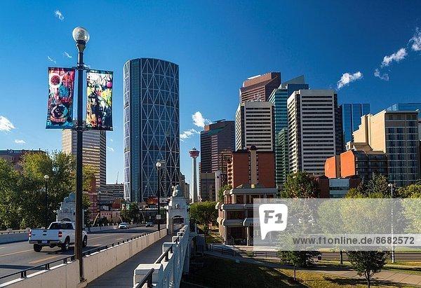 Straße Brücke Hochhaus Unterricht Alberta Calgary Kanada