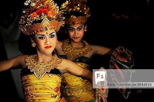 Tänzer  Monarchie  Palast  Schloß  Schlösser  Indonesien  Ubud