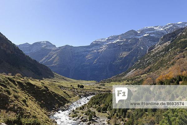 Spanien  Nationalpark Ordesa y Monte Perdido  Fluss im Tal