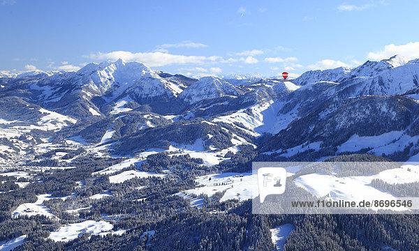 Ballonfahrt über die Alpen  Unterinntal  Tirol  Österreich