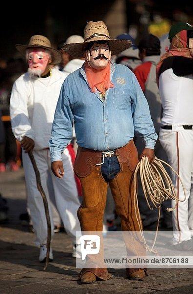 Senior  Senioren  tanzen  Tänzer  Großstadt  Mexiko  2  Kleidung  Basilika  Veracruz