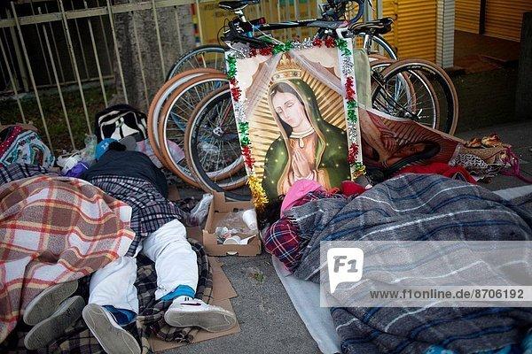 schlafen  Großstadt  Mexiko  Fahrrad  Rad  Pilgerer  Basilika  Wallfahrt