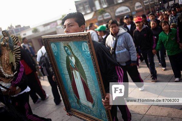 halten  Fotografie  Großstadt  Mexiko  Regenwald  Pilgerer  Basilika  Wallfahrt
