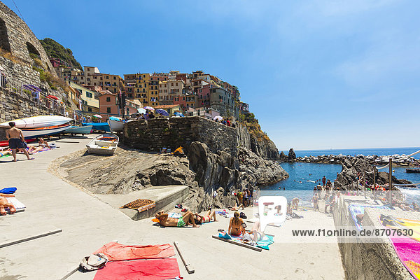 Village with colourful houses by the sea  Manarola  Cinque Terre  UNESCO World Heritage Site  Province of La Spezia  Liguria  Italy