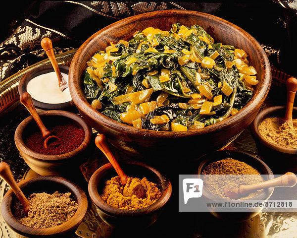Curry Currypulver klein Sortiment Zwiebel Spinat Gewürz Currygericht Curry