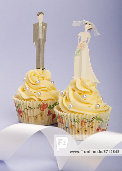 Braut  Bräutigam  Hochzeit  weiß  Band  Bänder  Hintergrund  Dekoration  Kuchen  2  1  Perle  Helligkeit  cupcake  Figur  blass  verzieren  Verzierung  Garnierung  garnieren