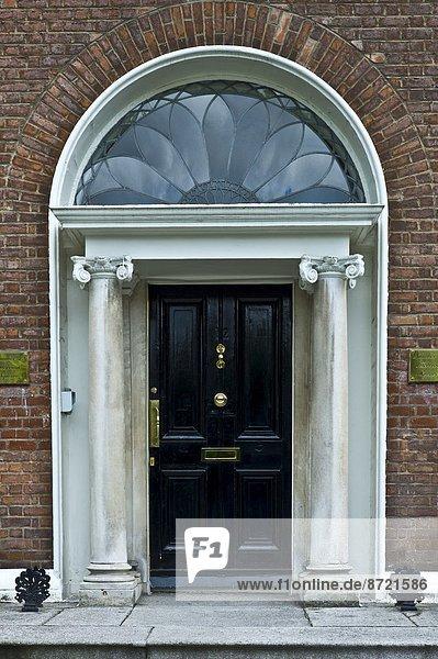Dublin Hauptstadt Fenster Tradition Eingang Architektur Wahrzeichen Quadrat Quadrate quadratisch quadratisches quadratischer Irland