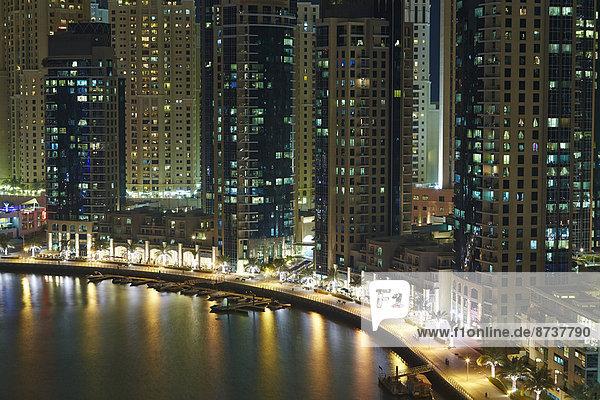 Dubai Marina bei Nacht  Dubai  Emirat Dubai  Vereinigte Arabische Emirate