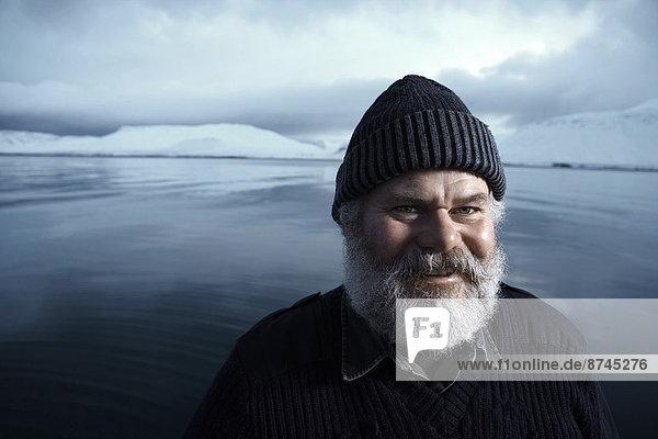 Portrait Winter grau Tag Boot Fischer