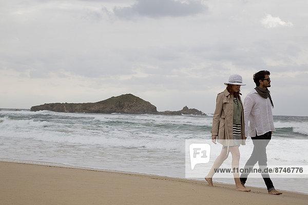 gehen  Strand  Sommer  spät  Urlaub  jung  Nachmittag  Italien  Sardinien