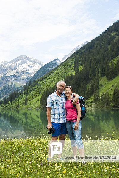 Portrait  Berg  reifer Erwachsene  reife Erwachsene  wandern  Österreich  Tannheimer Tal