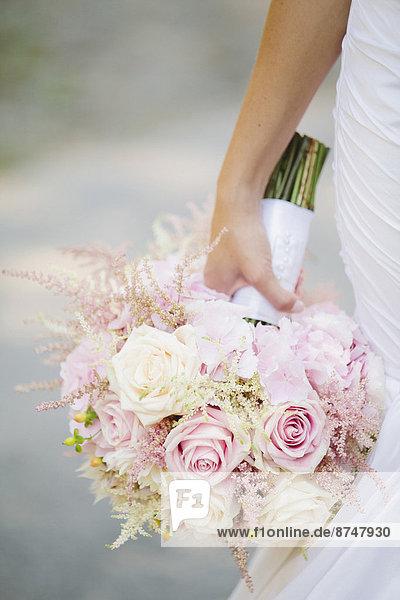 hoch  oben  nahe  Blumenstrauß  Strauß  Braut  Blume  halten  Kanada  Ontario  Toronto