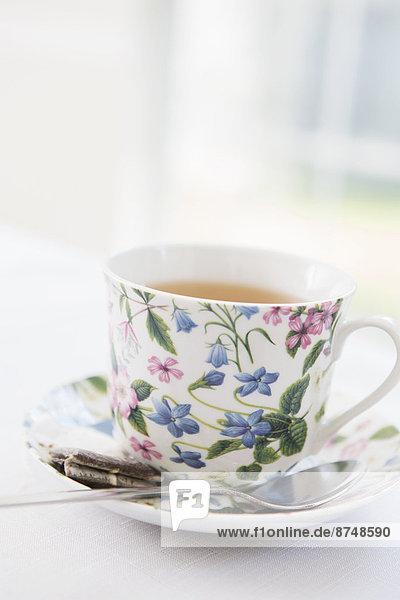 Studioaufnahme , gebraucht , Tasse , Blume , Tasche , Untertasse , hübsch , Tee