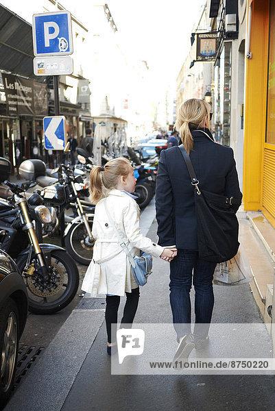 Paris  Hauptstadt  Frankreich  gehen  Straße  Tochter  Mutter - Mensch