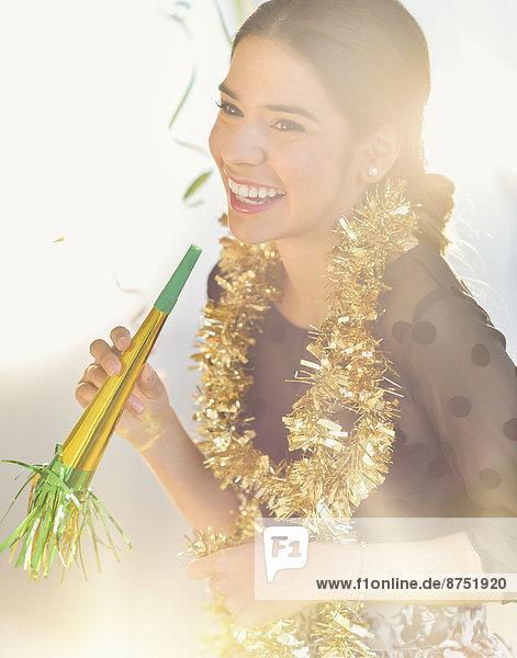 Frau Fest festlich lächeln Hispanier Neujahrstag