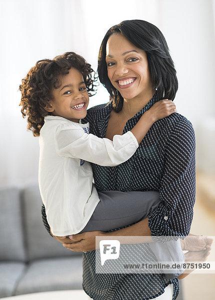 Portrait  lächeln  amerikanisch  Tochter  Mutter - Mensch