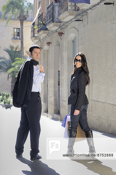 junges Paar on shopping Trip in europäischen street