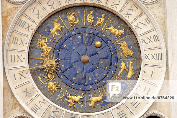 Astronomische Uhr  Uhrturm Torre dell 'Orologio  Markusplatz  Venedig  Region Venetien  Italien