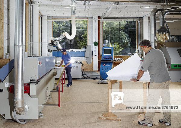 Innenaufnahme eines Tischlereibetriebs  Terfens  Nordtirol  Österreich Innenaufnahme eines Tischlereibetriebs, Terfens, Nordtirol, Österreich