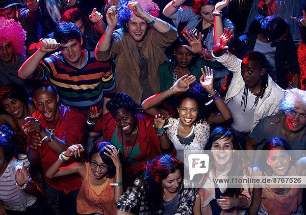 Fans jubeln beim Musikfestival