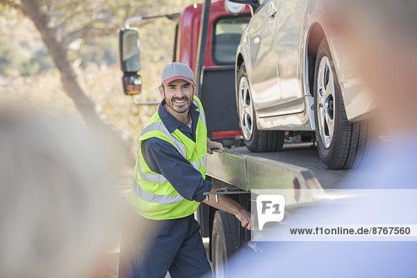 Strassenmechaniker-Schleppwagen für Seniorenpaare