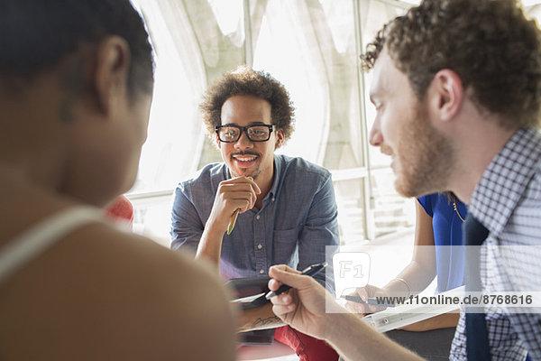 Kreative Geschäftsleute im Meeting