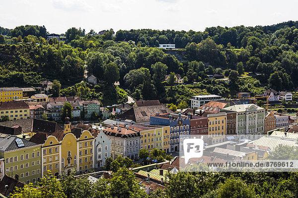 Germany  Bavaria  Burghausen  Colorful houses at Stadtplatz