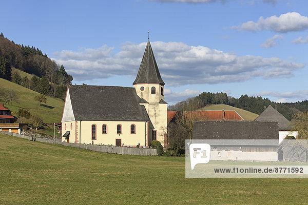 Deutschland  Baden-Württemberg  Biberach  Kirche und Pfarrhaus in Prinzbach