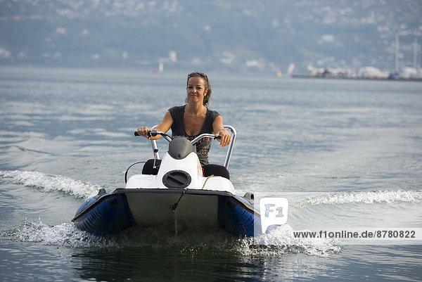 Wasser  Frau  Fröhlichkeit  fahren  Boot