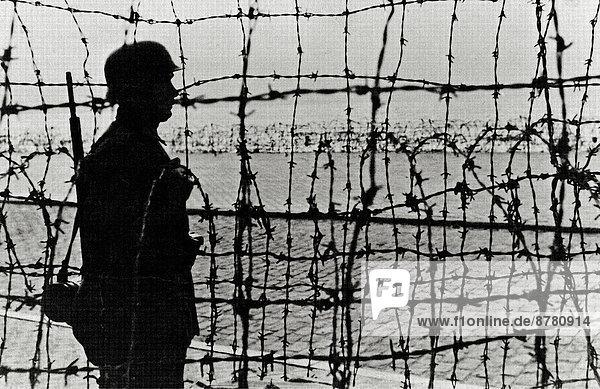 Stacheldraht  Frankreich  Europa  Küste  Geschichte  Soldat  Krieg  eindringen  deutsch  Wachmann  Normandie  Zweiter Weltkrieg  II.