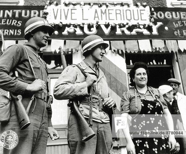 Frankreich  Europa  Frau  Freiheit  Vereinigte Staaten von Amerika  USA  Handel  Teamwork  Geschichte  Krieg  eindringen  2  Apotheke  Business  Juni  Normandie  Zweiter Weltkrieg  II.