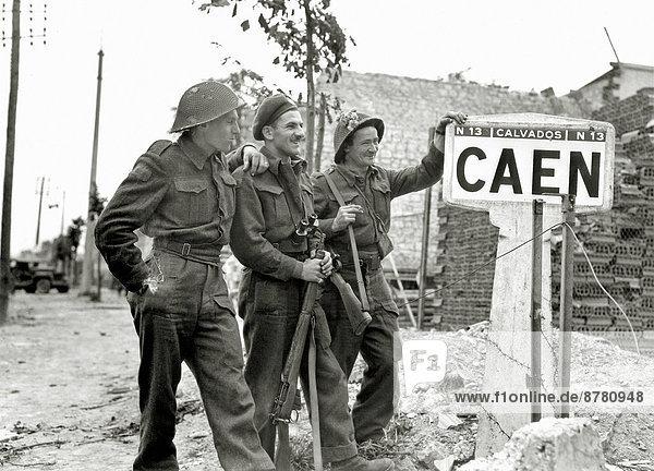 Frankreich  Europa  Straße  Teamwork  Geschichte  Soldat  Krieg  eindringen  kanadisch  Juli  Normandie  Zweiter Weltkrieg  II.