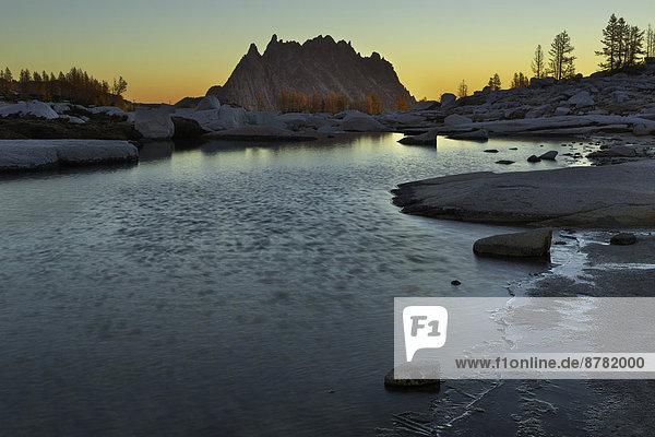 Anschnitt  über  aufwärts  Sonnenaufgang  Berg  See  Landschaftlich schön  landschaftlich reizvoll  Magie