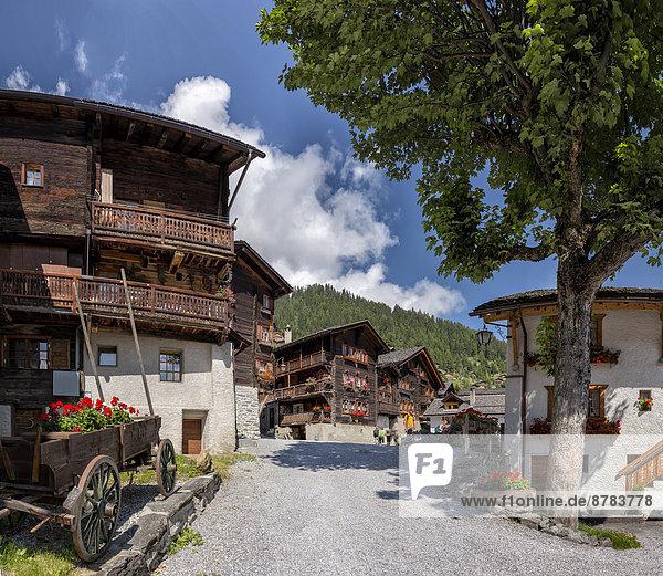 Europa Tradition Sommer Stadt Dorf Chalet Blockhaus antik Schweiz Holzhäuser