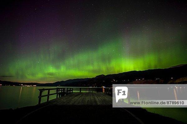 Nordlichter/Aurora Borealis über dem Okanagan See  Naramata  British Columbia  Kanada