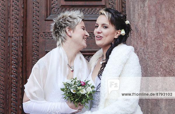 Frau  Ehepaar  Hochzeit  Homosexuelle Frau  Frauen  Lesbisch  Lesbe  Lesben  2  bekommen