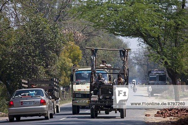 Farbaufnahme Farbe arbeiten Reise Lastkraftwagen Helligkeit Indien indische Abstammung Inder Agra Uttar Pradesh