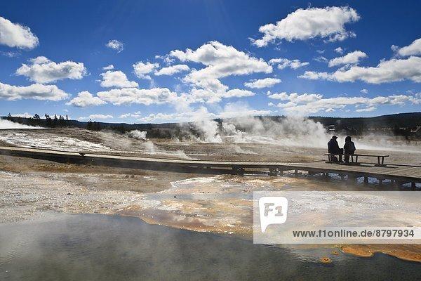 Vereinigte Staaten von Amerika  USA  Kälte  Sitzmöbel  Wasserdampf  Tourist  Nordamerika  umgeben  Geysir  UNESCO-Welterbe  Yellowstone Nationalpark  Sitzplatz  Wyoming