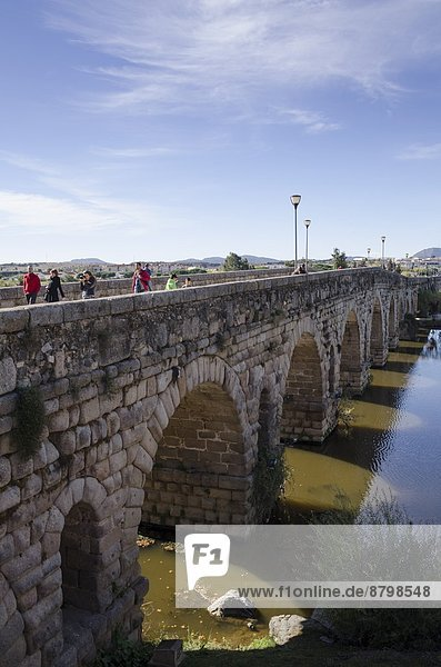 Puente Romano (Roman Bridge) in Merida  UNESCO World Heritage Site  Badajoz  Extremadura  Spain  Europe