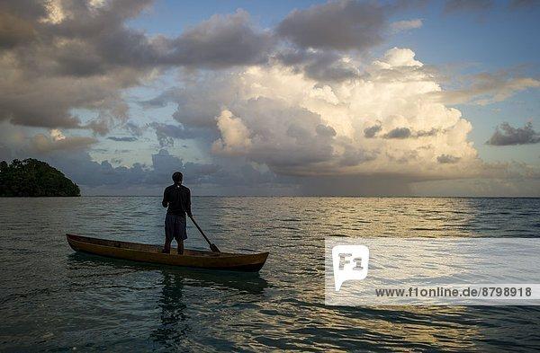 Mann  Kanu  Pazifischer Ozean  Pazifik  Stiller Ozean  Großer Ozean  Salomonen
