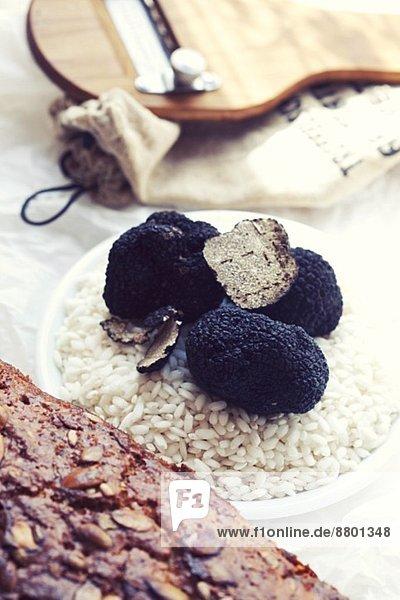 Risottoreis mit schwarzen Trüffeln (Zutaten für Trüffelrisotto)