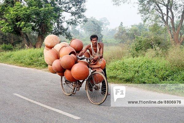 Mann  tragen  Fahrrad  Rad  Volksstamm  Stamm  Indien  Markt