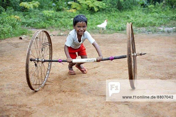 Stützrad  Spiel  Volksstamm  Stamm  Indien