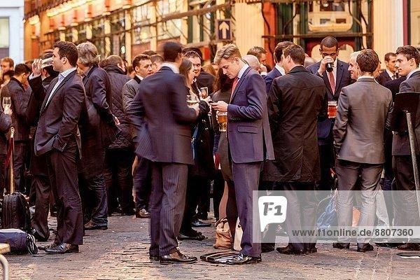 arbeiten  London  Hauptstadt  Großstadt  trinken  England